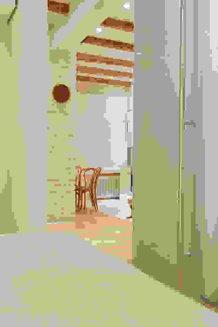 Вид из спальни Спальня в скандинавском стиле от Double Room Скандинавский