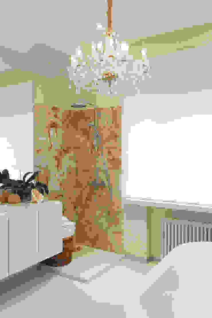Душ Ванная комната в скандинавском стиле от Double Room Скандинавский