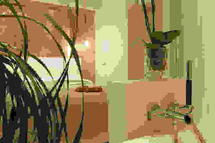 Отражение. Ванная комната в скандинавском стиле от Double Room Скандинавский