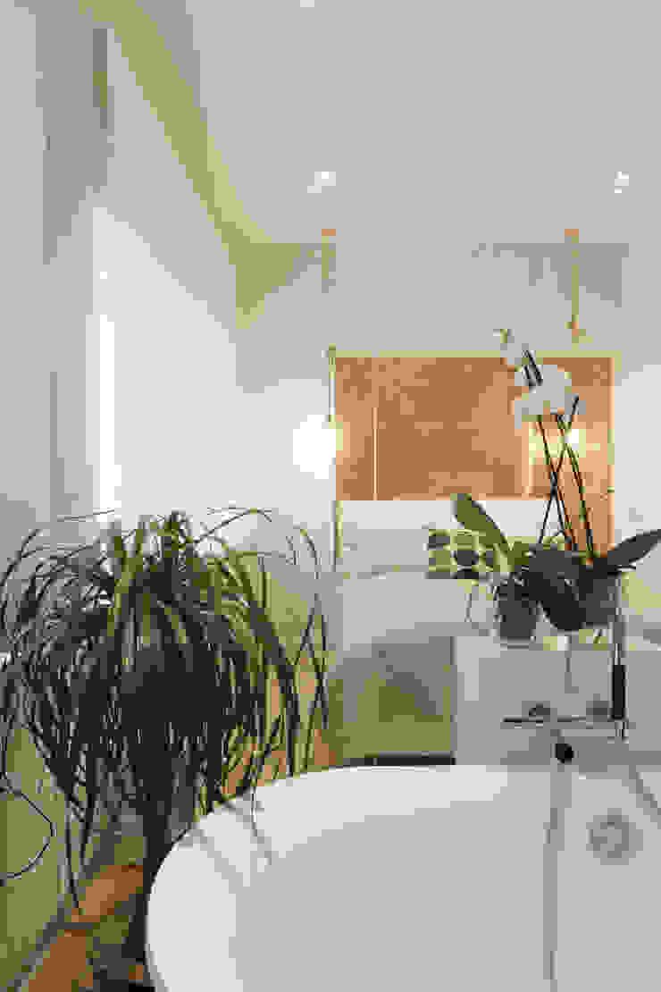 Свет. Ванная комната в скандинавском стиле от Double Room Скандинавский