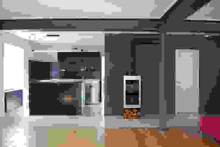 schwarz Haus Moderne Wohnzimmer von schwarzID Modern