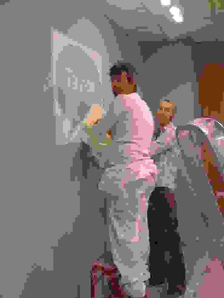 Taylor School Escuelas de estilo moderno de noe vega interiorismo Moderno