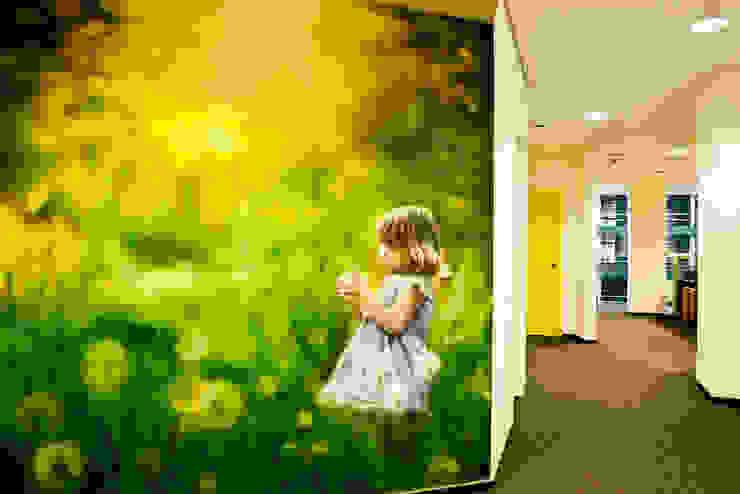 Роспись в холле офиса Офисные помещения в стиле минимализм от 16dots Минимализм