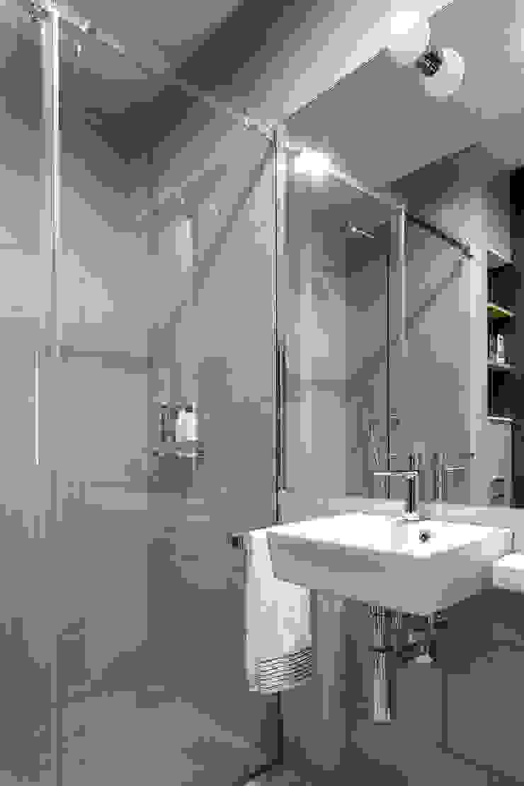 Jacek Tryc-wnętrza Minimalist bathroom