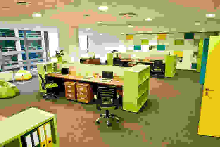 Основное рабочее пространство Офисы и магазины в стиле минимализм от 16dots Минимализм