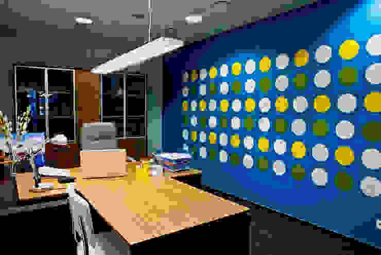 Кабинет руководителя Офисы и магазины в стиле минимализм от 16dots Минимализм
