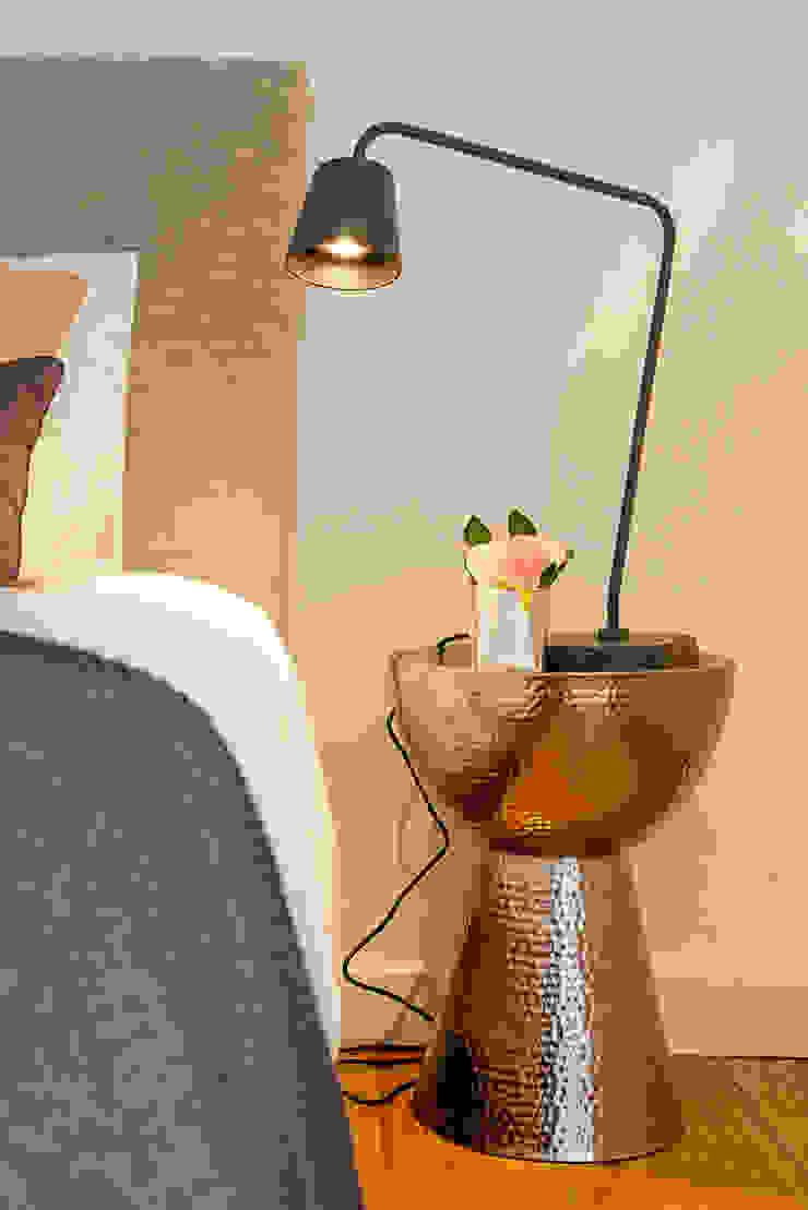 Double bedroom AFTER:  industrial por Staging Factory,Industrial