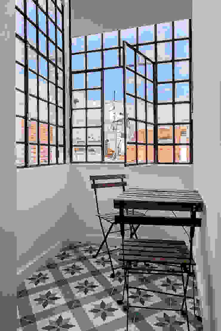 Double bedroom marquise Varandas, marquises e terraços mediterrânicos por Staging Factory Mediterrânico