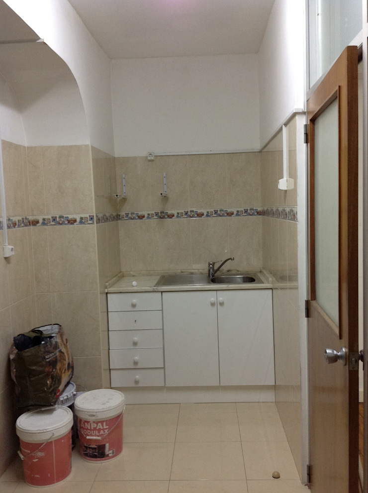 BATHROOM PLACE BEFORE por Staging Factory