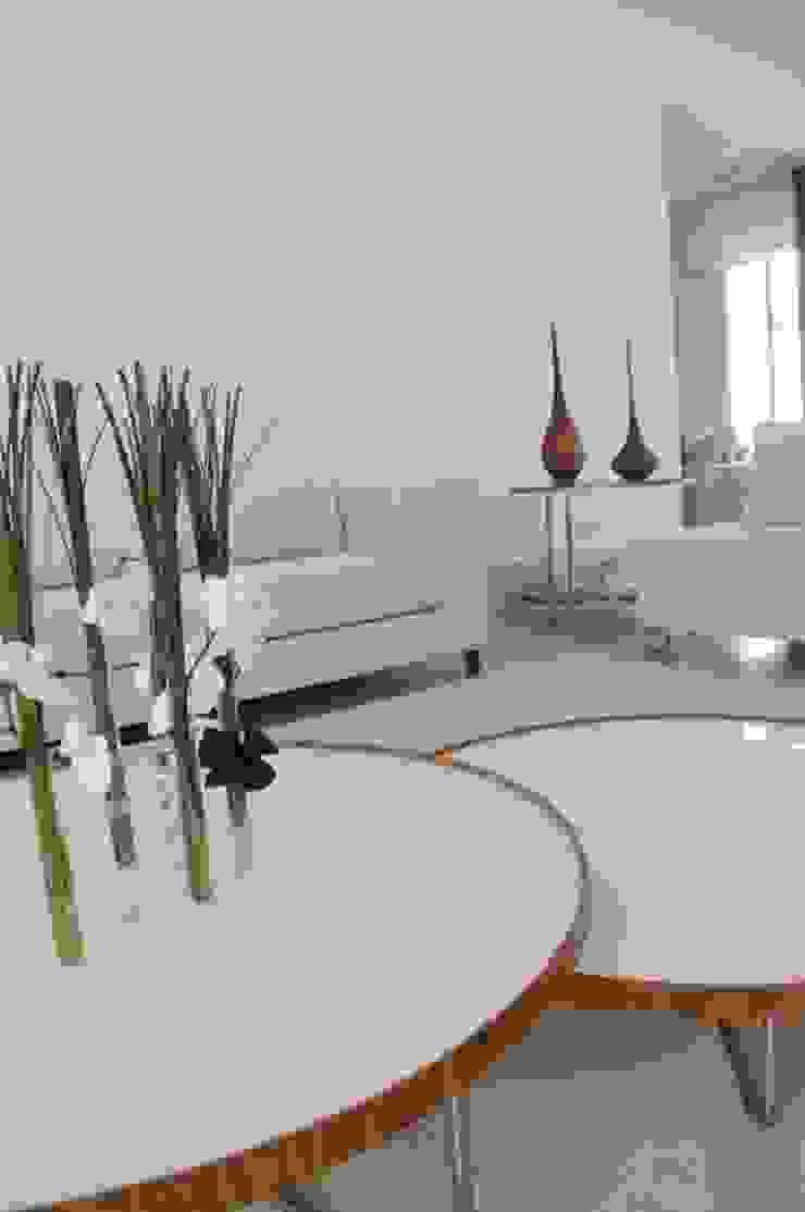 Casa Alto da Boa Vista Salas de estar modernas por Renata Amado Arquitetura de Interiores Moderno