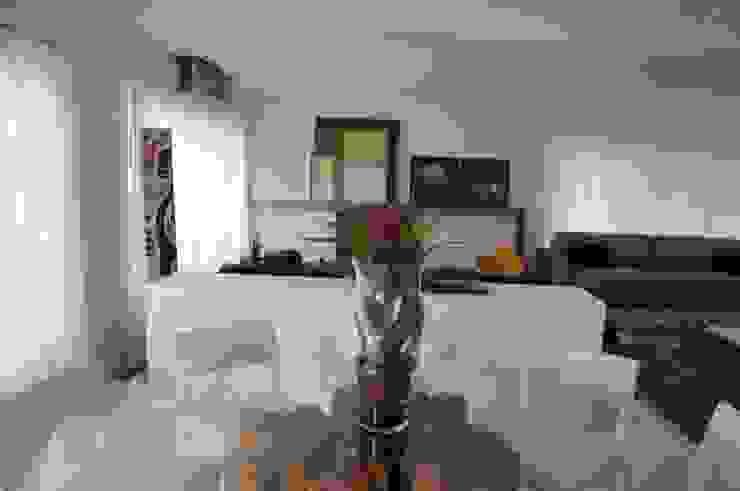 CASA SWISS PARK Salas de jantar modernas por Renata Amado Arquitetura de Interiores Moderno