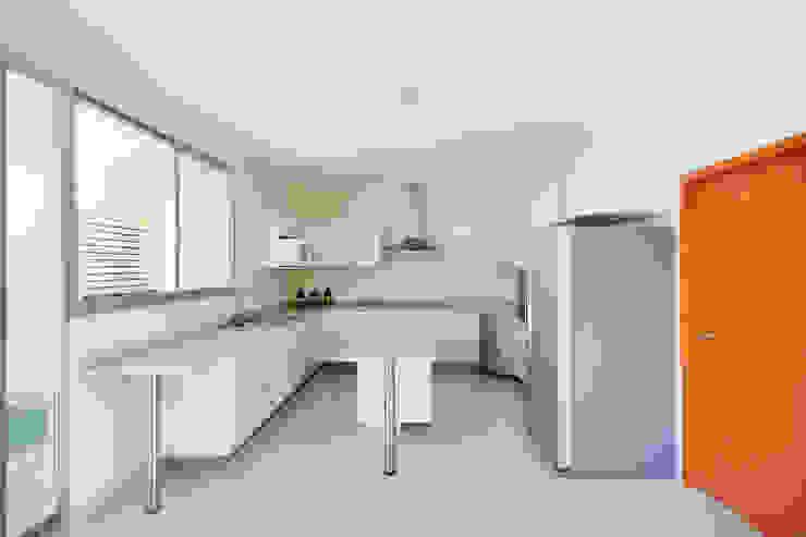 Cozinhas modernas por Excelencia en Diseño Moderno