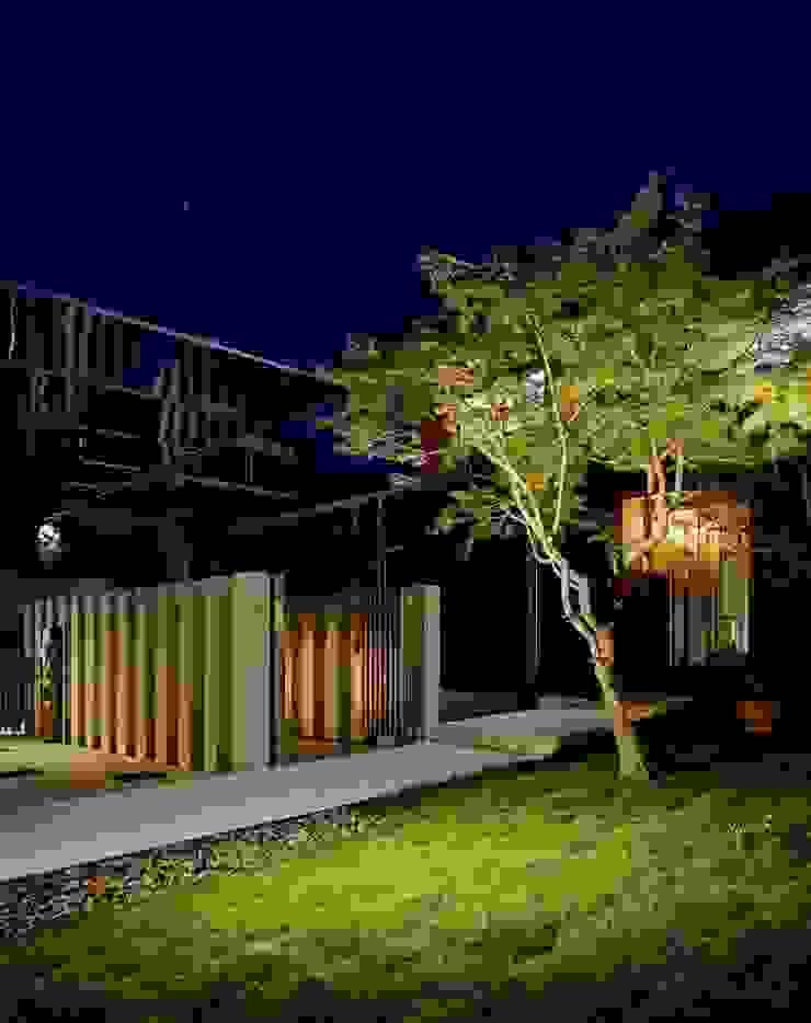 Modern Houses by sotoDesign 株式会社竹本造園 Modern