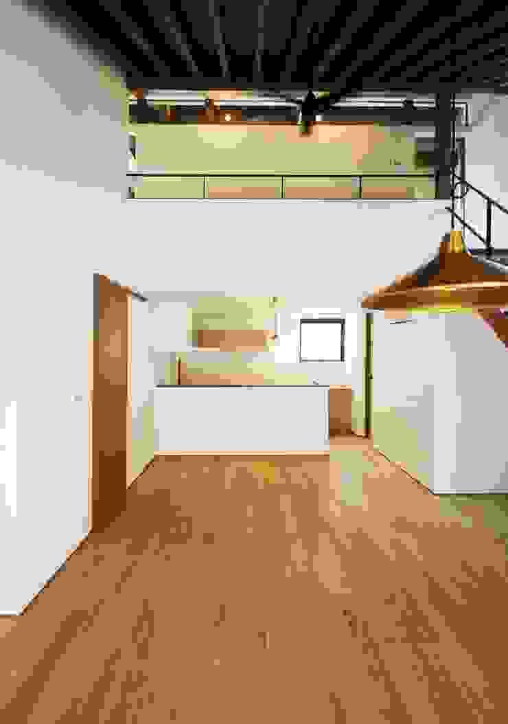 忍者の住む家 モダンデザインの リビング の 秀田建築設計事務所 モダン
