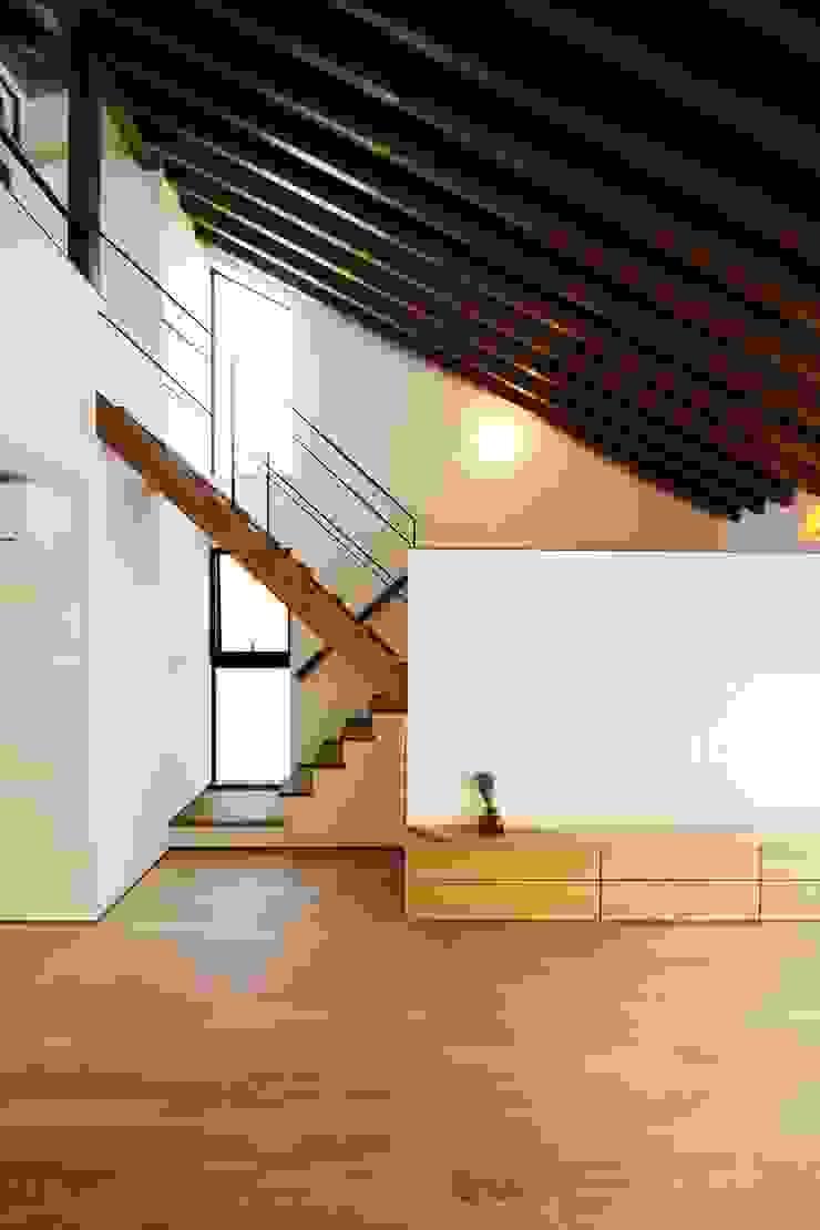 忍者の住む家 モダンスタイルの 玄関&廊下&階段 の 秀田建築設計事務所 モダン