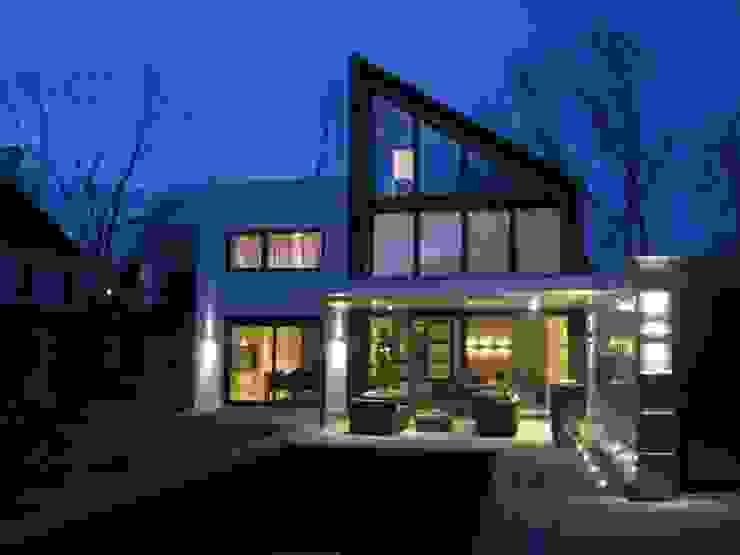 achtergevel avondsituatie Moderne huizen van Villa Delphia Modern