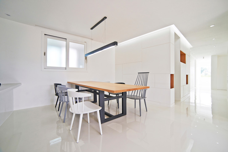 G House - Dining Room Minimalist dining room by NEN Minimalist