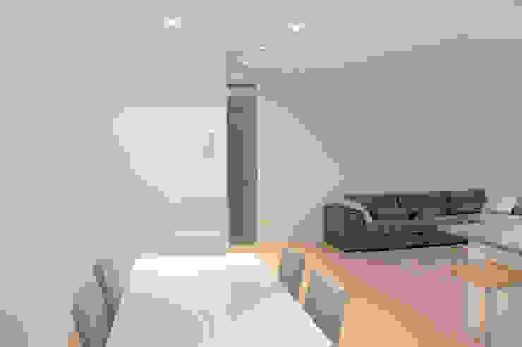 Sala pranzo Sala da pranzo minimalista di Davide Ceron Architetto Minimalista