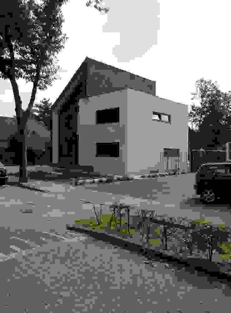 voorgevel Moderne huizen van Villa Delphia Modern