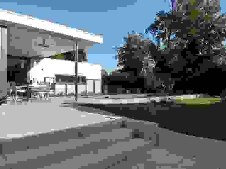tuin Moderne huizen van Villa Delphia Modern