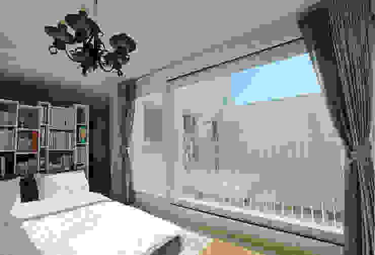 3층 다가구: 현앤전 건축사 사무소(HYUN AND JEON ARCHITECTURAL OFFICE )의  침실,모던