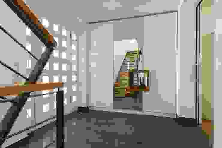 الممر الحديث، المدخل و الدرج من Architekturbüro Stefan Schäfer حداثي