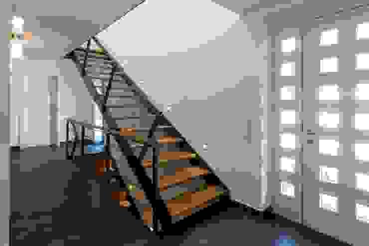 Haus S. Architekturbüro Stefan Schäfer Moderner Flur, Diele & Treppenhaus