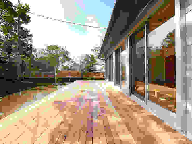 Modern houses by krew Architects.inc Modern
