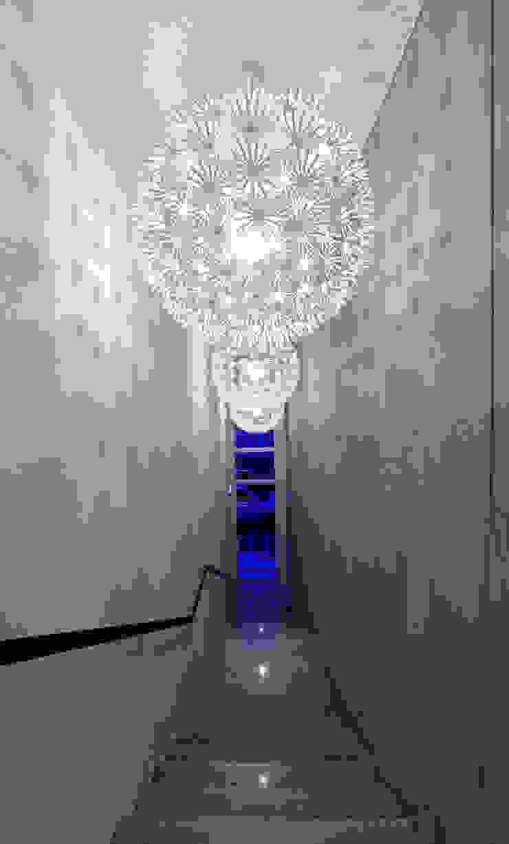 현앤전 건축사 사무소(HYUN AND JEON ARCHITECTURAL OFFICE ) Pasillos, vestíbulos y escaleras modernos