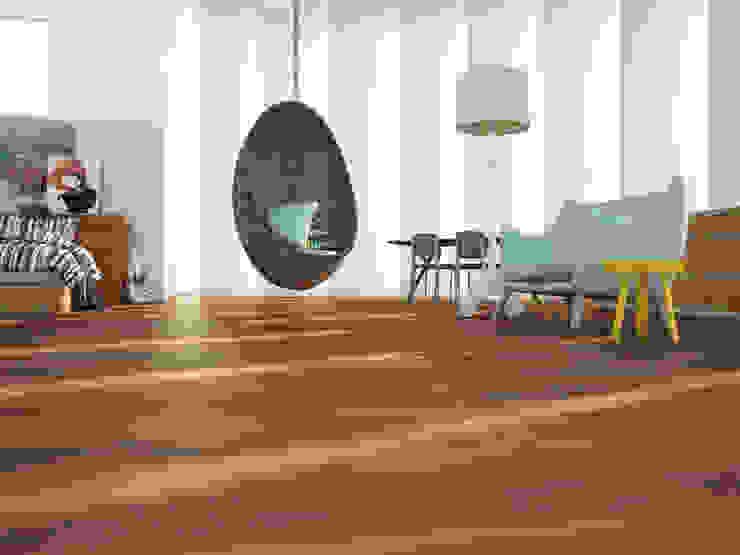Gabón Porcelánico imitación a madera Salones de estilo minimalista de INTERAZULEJO Minimalista
