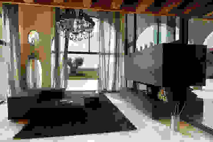 Ruang Keluarga Modern Oleh STUDIO CERON & CERON Modern