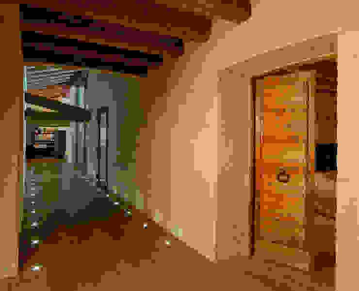 Koridor & Tangga Modern Oleh STUDIO CERON & CERON Modern