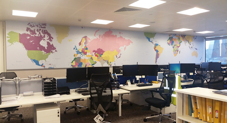 Vibrant World Map di Wallpapered Classico