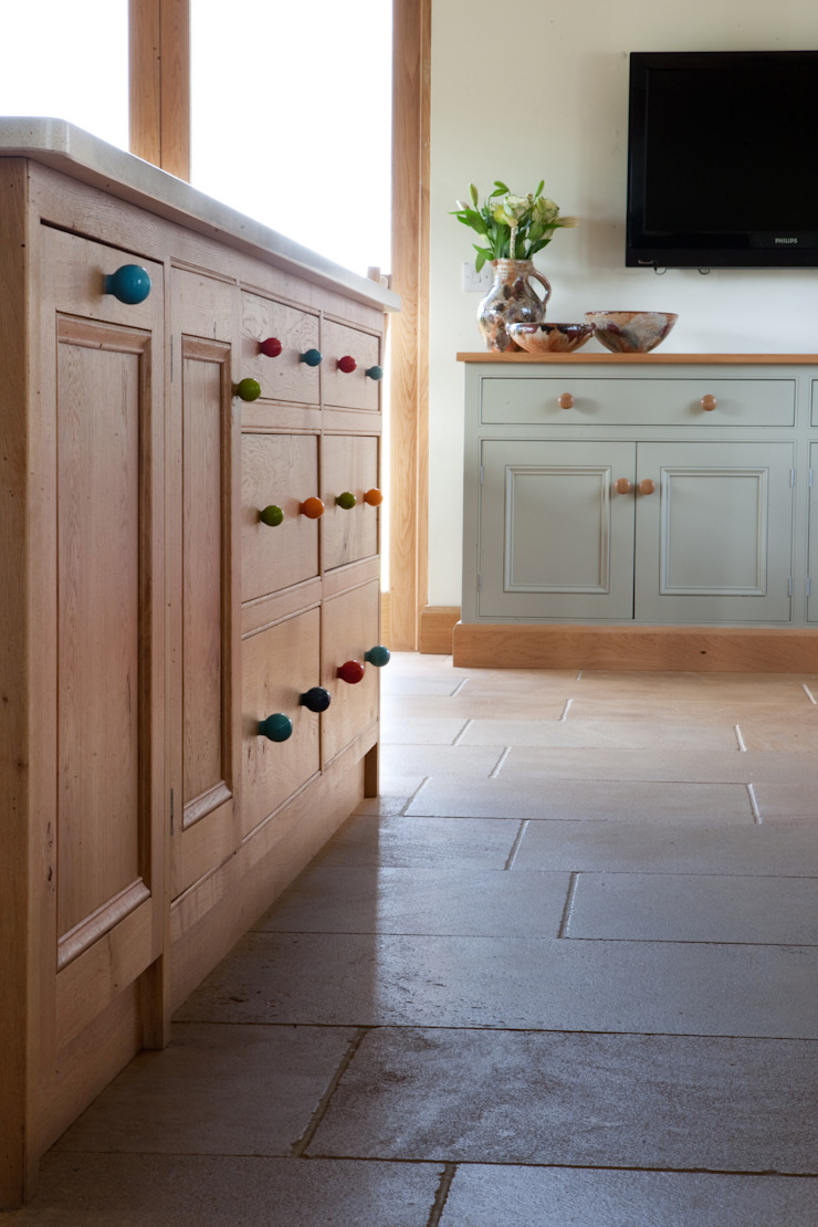 Fitted Oak Kitchen Classic style kitchen by David Holliday Kitchens Classic