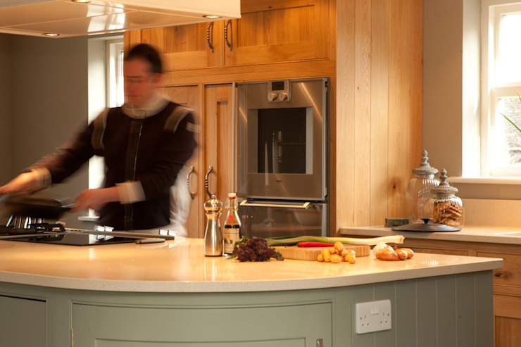Chef Kitchen Classic style kitchen by David Holliday Kitchens Classic