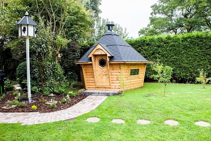 10m² Barbecue Cabin in a Derbyshire garden. Arctic Cabins สวน