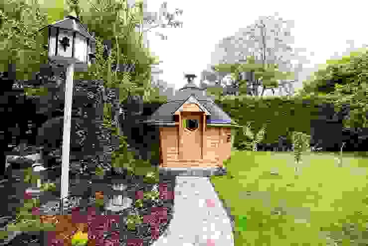 10m² Barbecue Cabin in a Derbyshire garden. Jardin scandinave par Arctic Cabins Scandinave