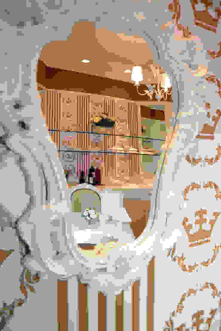 Loja de doces gourmet Paredes e pisos clássicos por Adriana Scartaris: Design e Interiores em São Paulo Clássico