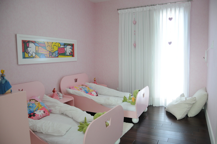 CASA SWISS PARK I Quarto infantil clássico por Renata Amado Arquitetura de Interiores Clássico
