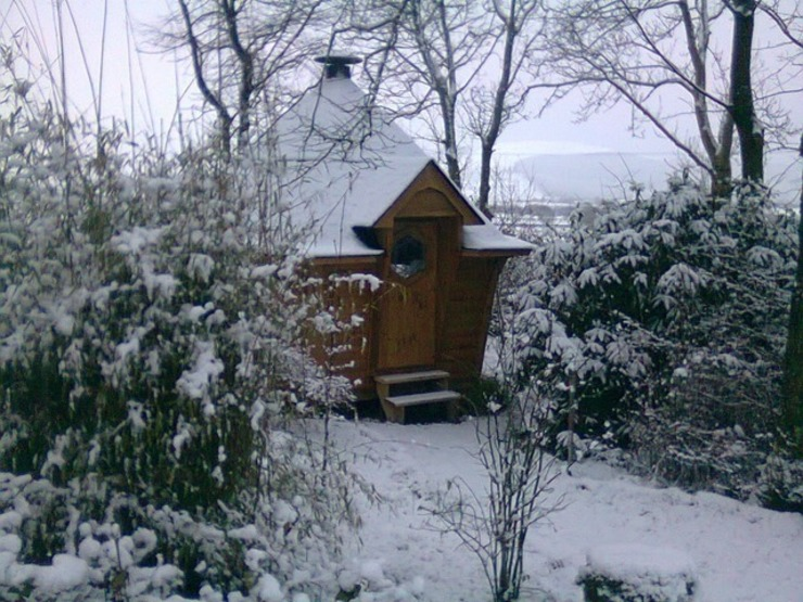 You can use barbecue cabins all year round whatever the weather. Jardin scandinave par Arctic Cabins Scandinave