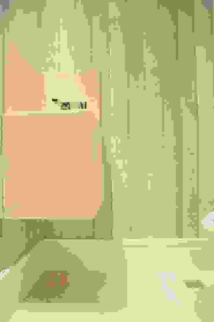 APTO ARAN Banheiros minimalistas por Renata Amado Arquitetura de Interiores Minimalista