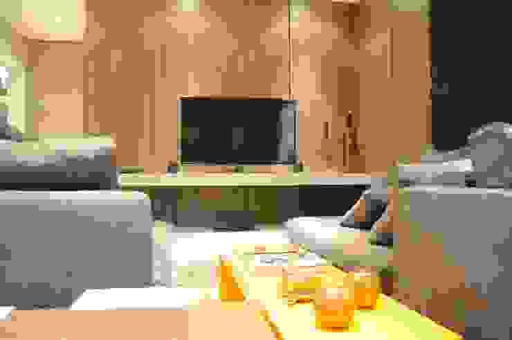 APTO ARAN Salas de estar modernas por Renata Amado Arquitetura de Interiores Moderno
