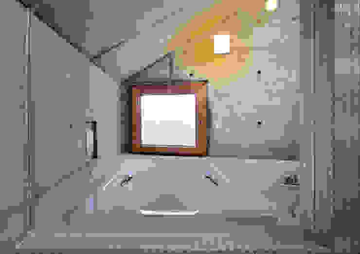 代田の住宅 モダンスタイルの お風呂 の 井上洋介建築研究所 モダン