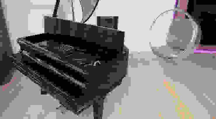Диджейский пульт встроенный в рояль от Студия Максима Рубцова. Эклектичный