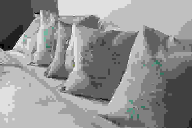 poduszki ze wzorem Lachów sądeckich od MAQUDESIGN Rustykalny