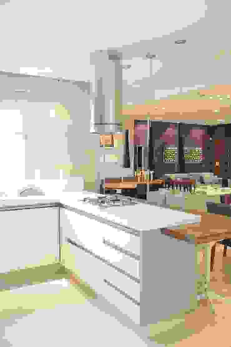 APTO ARAN Cozinhas modernas por Renata Amado Arquitetura de Interiores Moderno