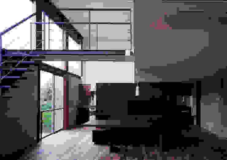 世田谷・桜の住宅 モダンデザインの リビング の 井上洋介建築研究所 モダン