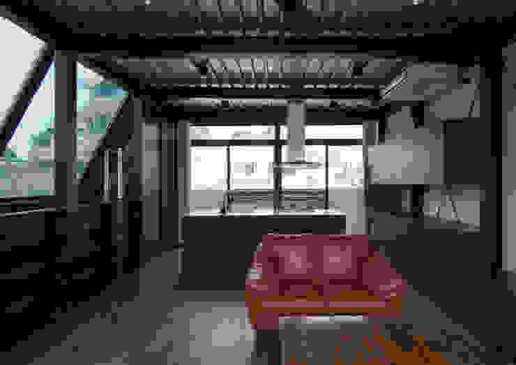 Modern Living Room by 井上洋介建築研究所 Modern