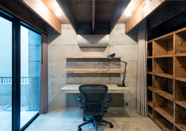 Modern Study Room and Home Office by 井上洋介建築研究所 Modern