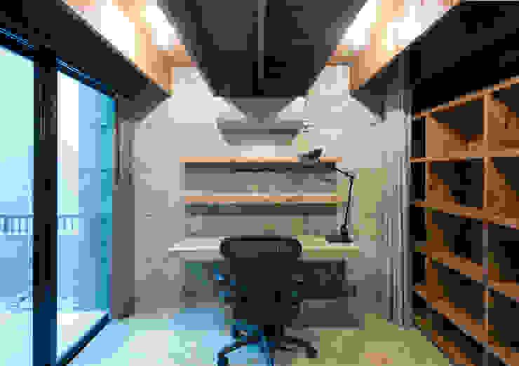 中浦和の住宅 モダンデザインの 書斎 の 井上洋介建築研究所 モダン